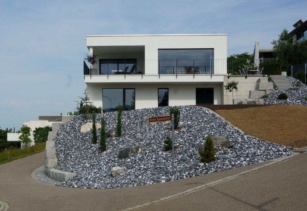 Haus mit Steingarten