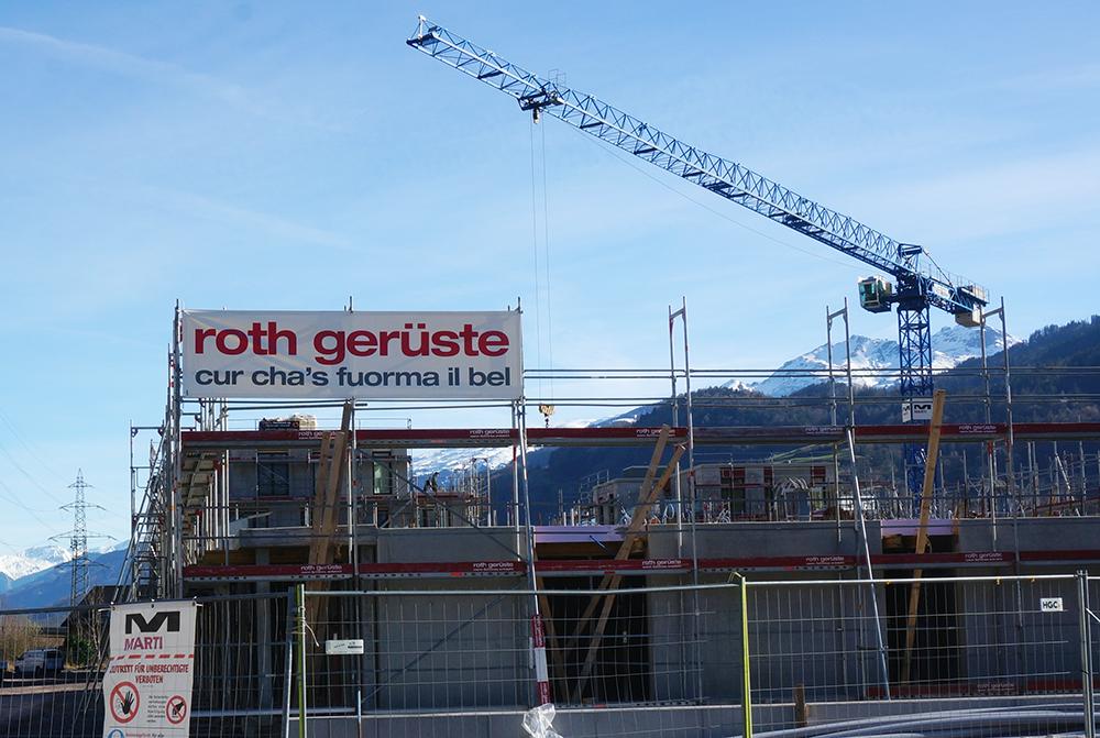 """Schweizer Firma Roth Gerüste: Der Slogan """"Wo Schönes entsteht"""" auf Rätoromanisch"""