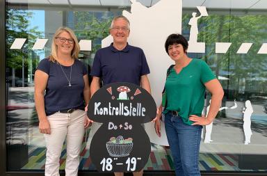 Pilzkontrolleur Uwe Winkler und die beiden zertifizierten Stellvertreterinnen Monika Engeler und Doris Tuchschmid von der Pilzkontrolle Kreuzlingen